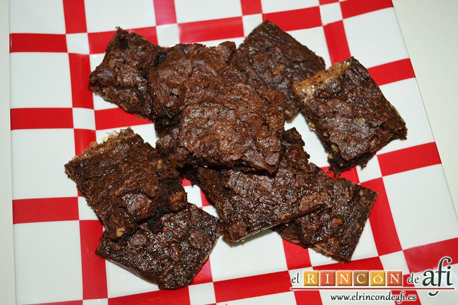 Brownie de nueces pecanas, saldrán unas 16 porciones