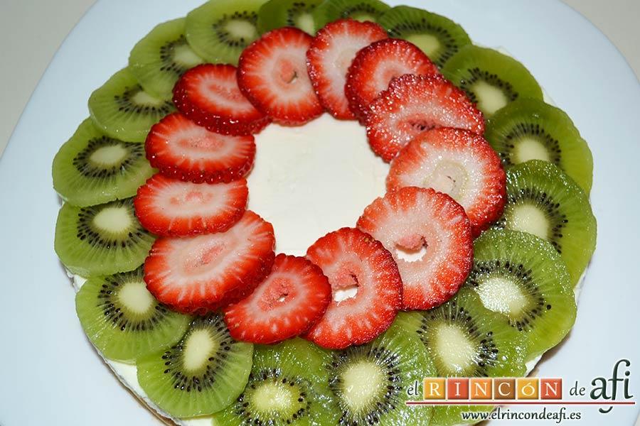 Tarta de queso con fruta fresca, decorar la tarta